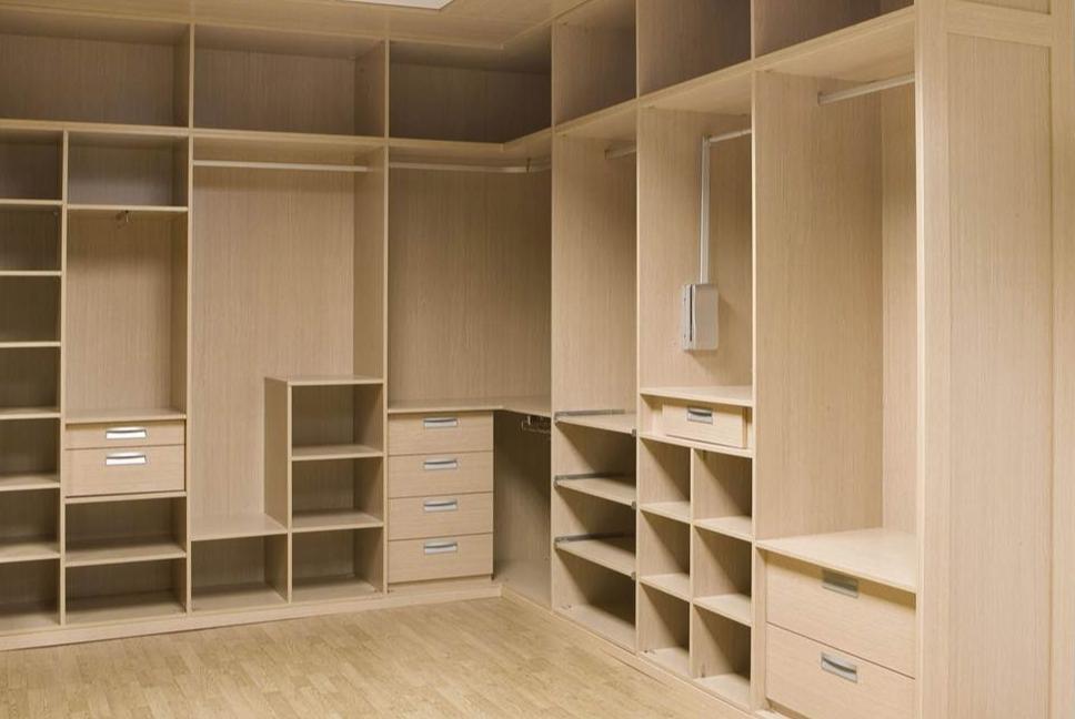 Interiores de armarios maderas miguel abad e hijos s l for Interiores de armarios