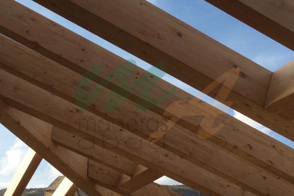 Estructura de madera para cubierta a tres aguas maderas - Estructura madera laminada ...